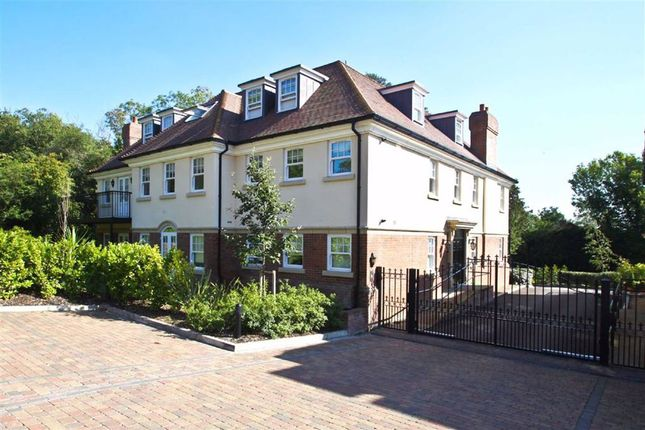 Thumbnail Flat to rent in Georges Wood Road, Brookmans Park, Hertfordshire