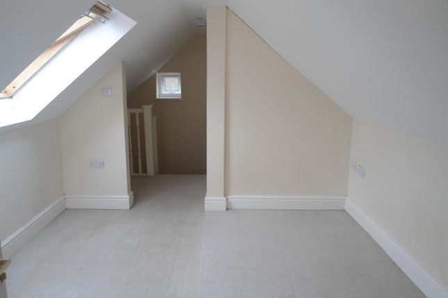 Thumbnail Maisonette to rent in Gordon Road, Gillingham