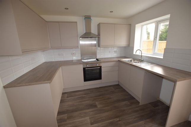 Thumbnail Property to rent in Highlands Road, Royton, Oldham