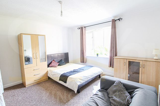 Thumbnail Flat to rent in John Austin Close, Kingston Upon Thames, Surrey