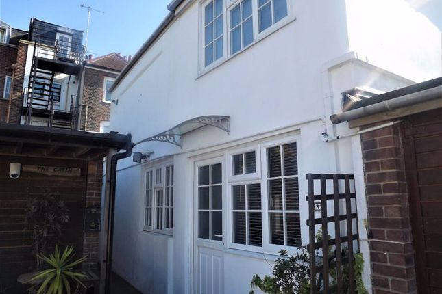 Thumbnail Cottage to rent in St. Thomas's Street, Portsmouth