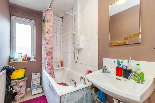 Bathroom/WC of Dean Close, London E9