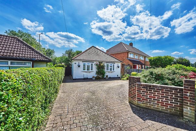 2 bed bungalow for sale in Mayflower Road, Park Street, St. Albans, Hertfordshire AL2