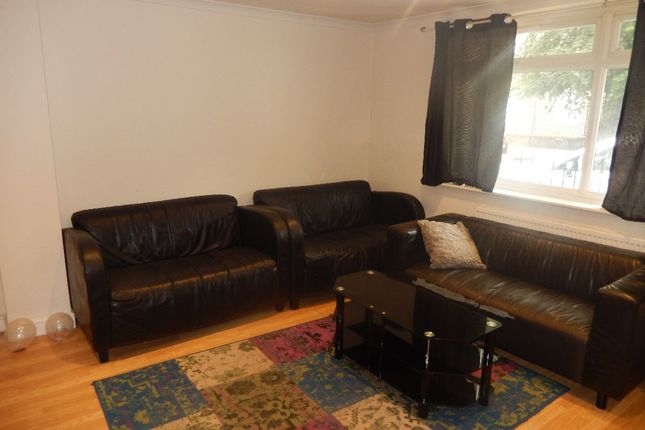 2 bed flat to rent in Haddo Street, London SE10