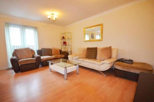 Thumbnail Town house to rent in St. Cuthberts Road, Gateshead
