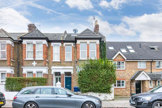 Flat in  Steele Road  London Watford