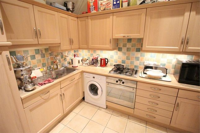 Thumbnail Flat to rent in Ruddock Close, Edgware, Middlesex