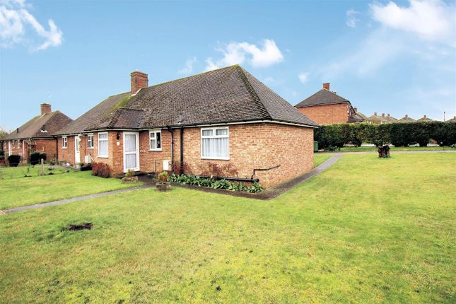 Thumbnail Bungalow for sale in Oxford Road, Stone, Aylesbury