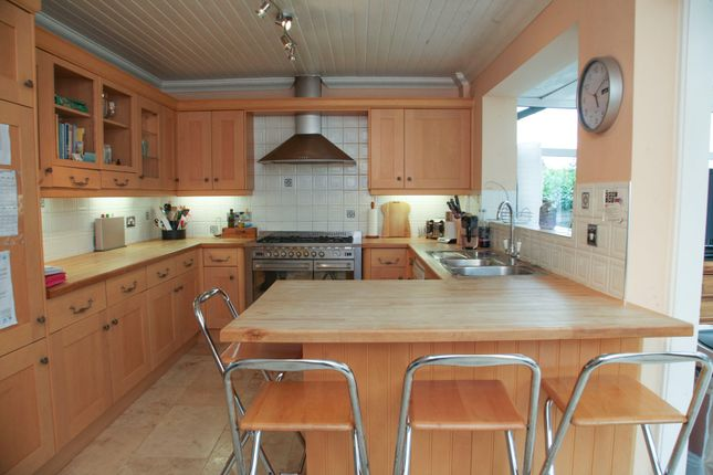Thumbnail Detached house for sale in Park Road, Raunds, Wellingborough