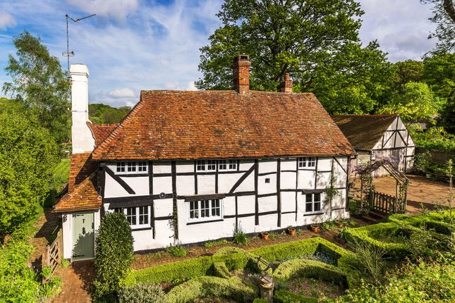 Thumbnail Detached house for sale in Lincolns Hill, Chiddingfold