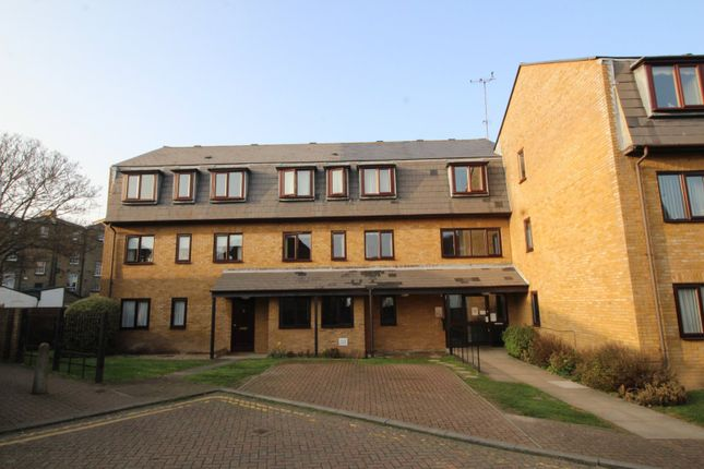 2 bed flat for sale in Pilots Place, Gravesend, Kent DA12