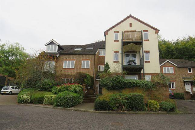 Thumbnail Flat for sale in Holly Place, High Wycombe