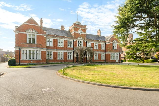 Flat for sale in The Green, Upper Lodge Way, Netherne On The Hill, Coulsdon