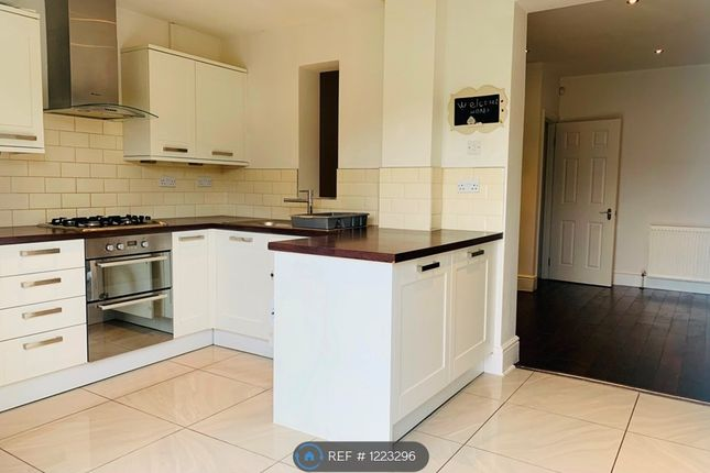 3 bed terraced house to rent in Tomswood Hill, Essex IG6
