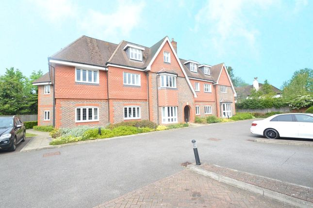 2 bed flat to rent in Old Orchard, Shoppenhangers Road, Maidenhead, Berkshire SL6