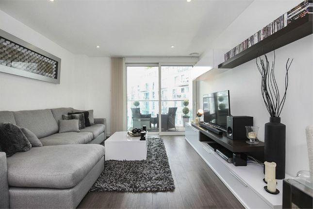 Thumbnail Flat for sale in 1 Saffron Central Square, Croydon, Surrey