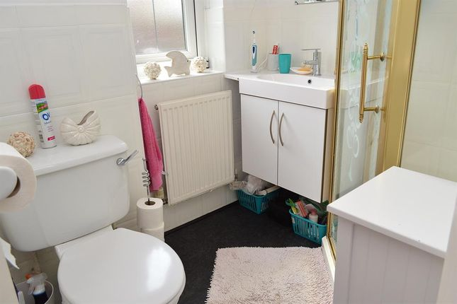 En-Suite of Simkin Way, Bardsley, Oldham OL8