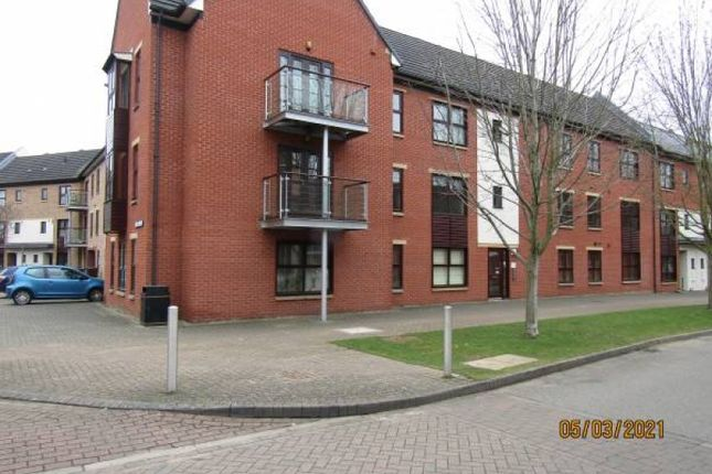 2 bed flat to rent in The Approach, Northampton NN5