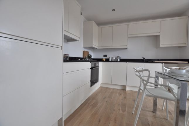2 bed flat to rent in Hoxton Street, London N1