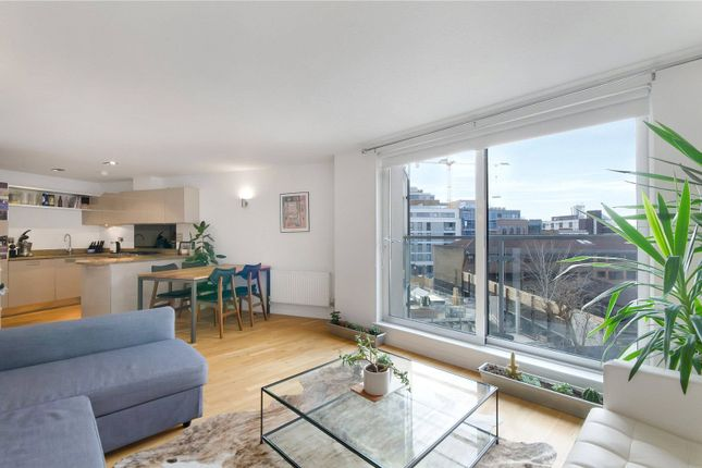 Flat for sale in Enfield Road, London