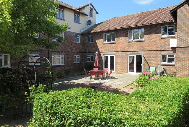 Thumbnail Flat to rent in Freshbrook Road, Lancing