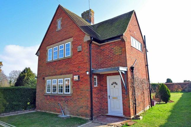 3 bed detached house to rent in Long Lane, Cookham, Maidenhead