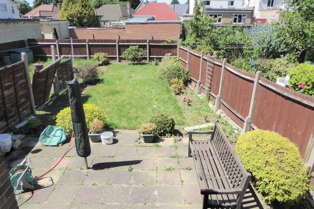 Thumbnail Bungalow to rent in Elmsworth Avenue, Hounslow