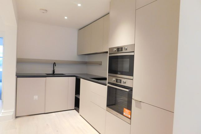 Thumbnail Flat to rent in Leighton Road, Ealing, London
