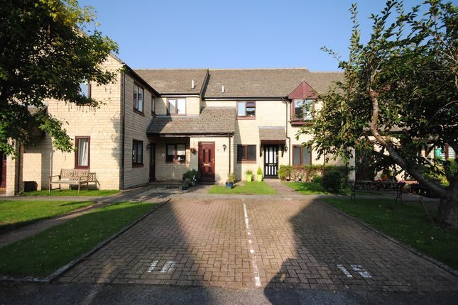 2 bed flat for sale in The Old Coachyard, Witney