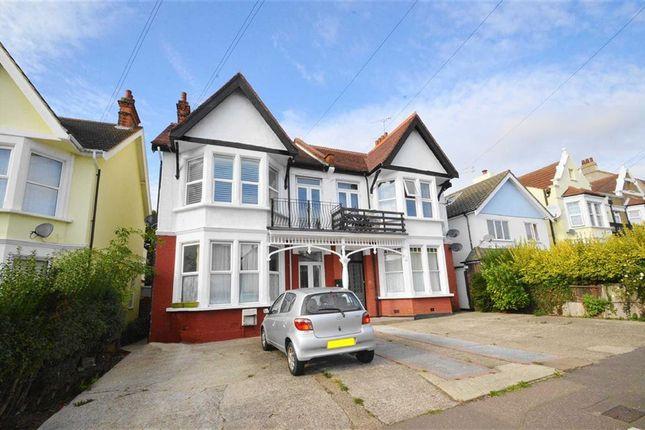 Thumbnail Flat to rent in 19 Pembury Road, Westcliff-On-Sea, Essex