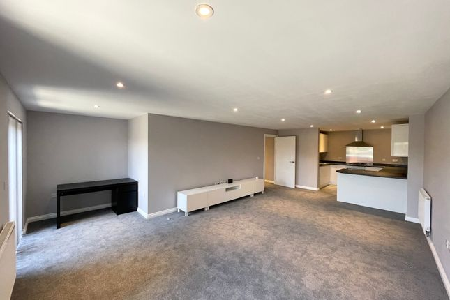Thumbnail Flat to rent in Hamlet Court Road, Westcliff-On-Sea