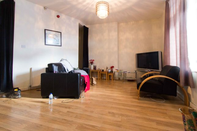 1 bed flat to rent in Flat 1, 2B Wood Lane, Headingley