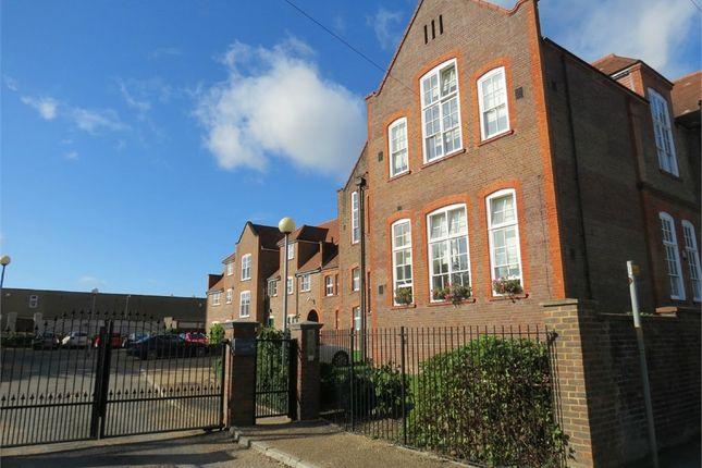 Thumbnail Flat to rent in College Yard, Watford, Hertfordshire