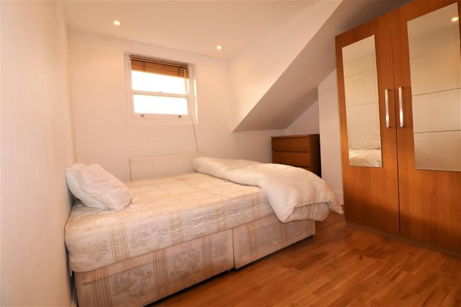Room to rent in Mayes Road, London