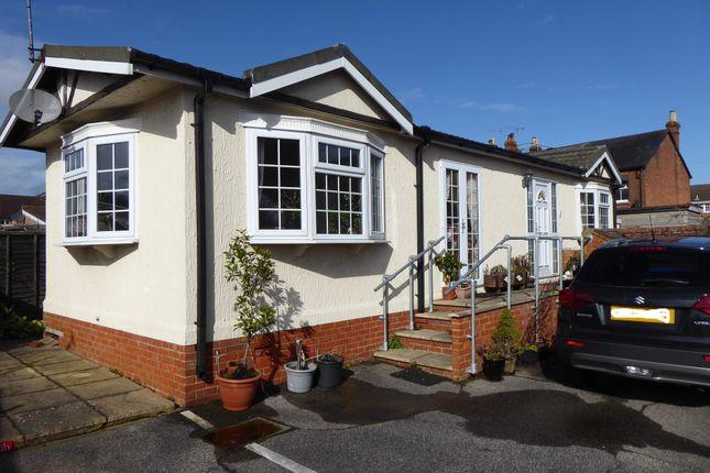 2 bed mobile/park home for sale in Devon Close, College Town, Sandhurst, Berkshire GU47