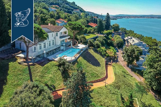 Thumbnail Villa for sale in Trieste, Trieste, Friuli Venezia Giulia