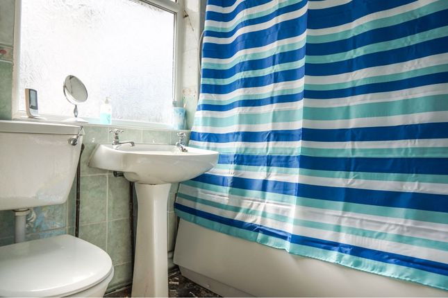 Bathroom of Campbell Drive, Liverpool L14
