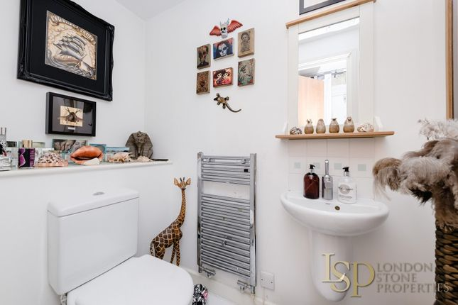 Ensuite of Hopton Road, London SE18