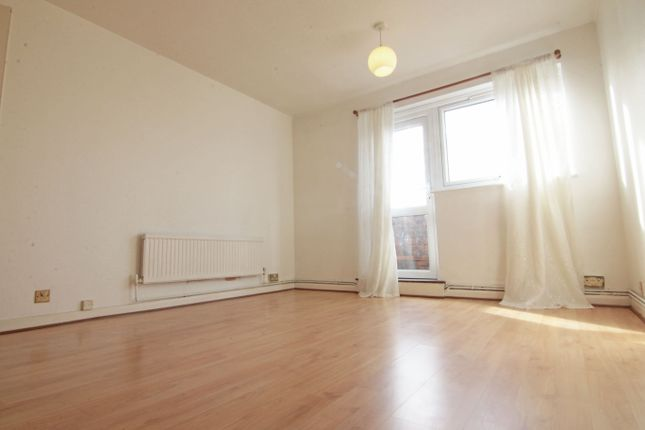 Thumbnail 1 bed maisonette to rent in Goldcliff Close, Morden