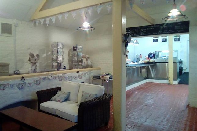 Thumbnail Restaurant/cafe for sale in Cafe & Sandwich Bars DN38, Melton Ross, North Lincolnshire