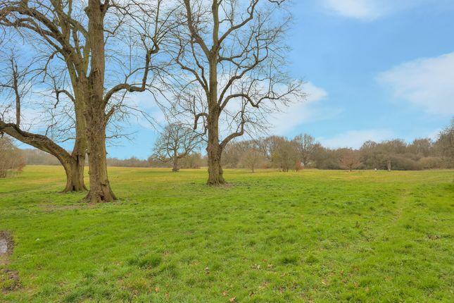 Picture No. 08 of Queens Road, Harpenden, Hertfordshire AL5