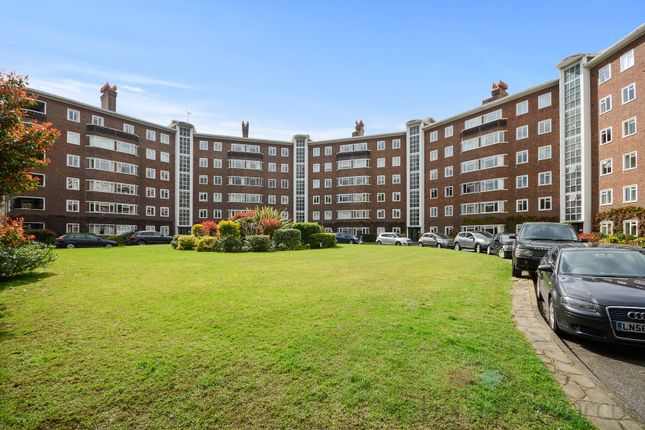 3 bed flat for sale in Queens Road, Richmond