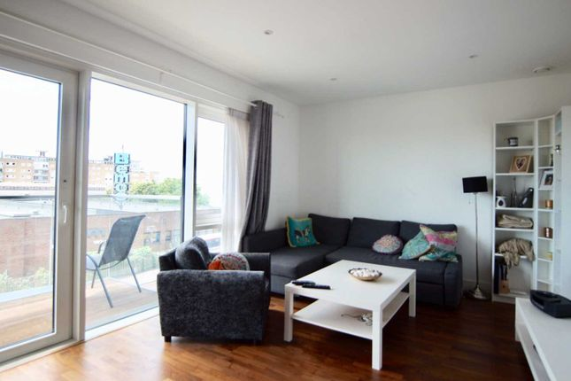 Thumbnail Flat to rent in Quarter House, Battersea Reach, Wandsworth