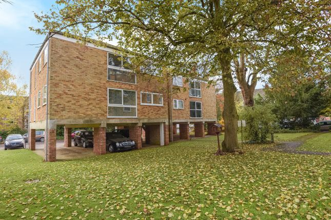 2 bed flat for sale in Maria Court, Southcote Road, Reading