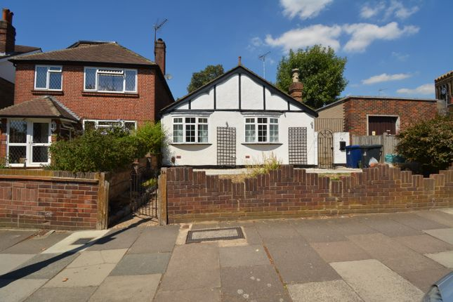 Thumbnail Bungalow to rent in Loveday Road, Ealing