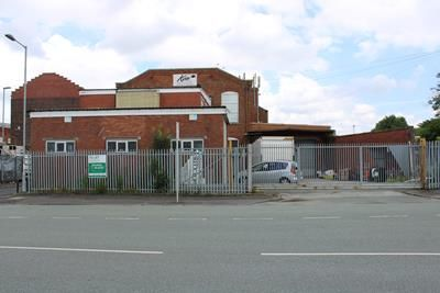 Light industrial to let in Roundthorn Road, Oldham, Lancashire