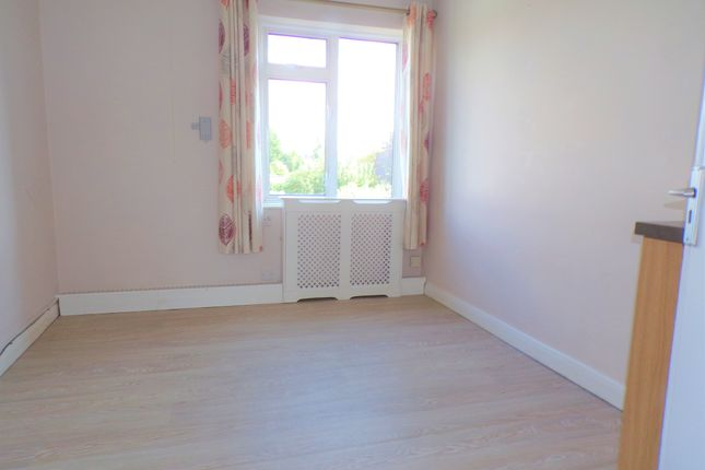 Thumbnail Shared accommodation to rent in Wood Lane, Chippenham