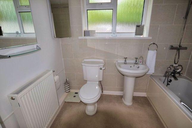 Bathroom of The Glade, Crapstone, Yelverton PL20