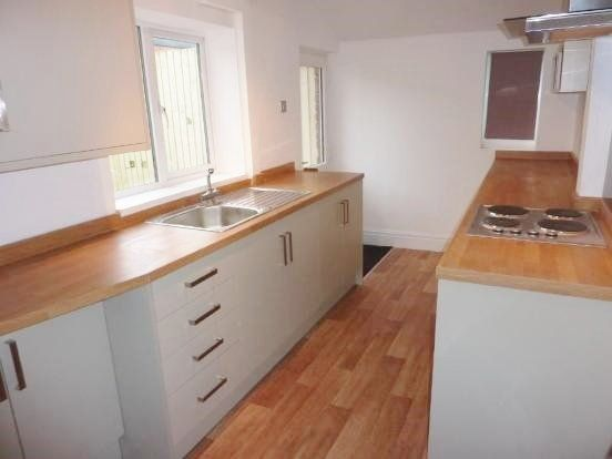 3 bed end terrace house to rent in Woodplumpton Road, Ashton-On-Ribble, Preston
