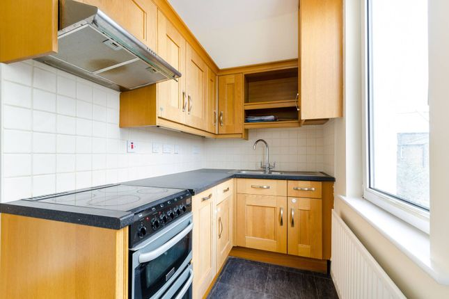 Thumbnail Maisonette to rent in Canon Road, Bromley